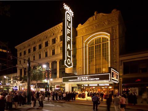 The Buffalo Theater, lugar donde se realizan las presentaciones de Curtain Up!