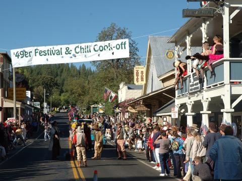 A great day of fun with a parade, music, old west style gunfights, vendors, and even a chainsaw wood carve-off in Groveland