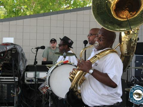 Comida y música en el St. Tammany Crab Festival