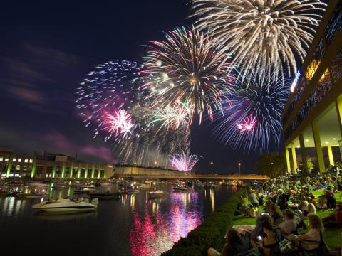 Dazzling Fourth of July fireworks