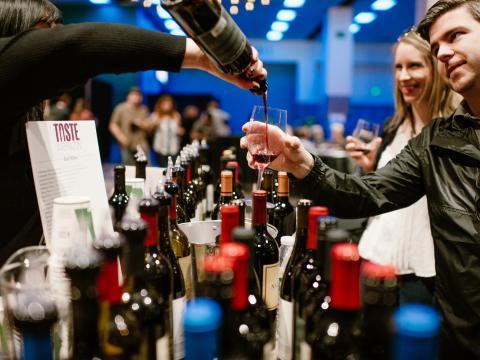Degustando el vino en Taste Washington
