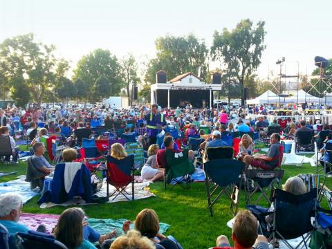 Música en vivo al aire libre en el Camarillo Arts Council Summer Concerts in the Park