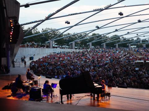 Espectáculo del Chicago Jazz Festival en el Jay Pritzker Pavilion, en Millennium Park