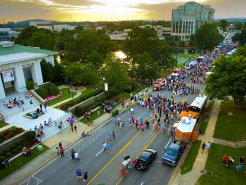 Vista aérea de una Food Truck Rally de Huntsville