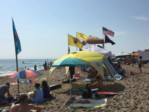 Competidores y espectadores en el Single Fin Showdown Surf Festival en Stuart, Florida
