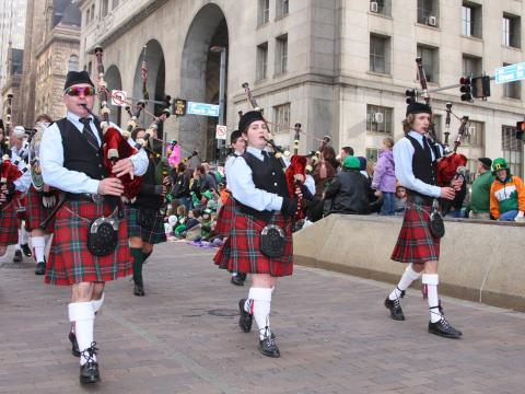 Gaiteros durante el St. Patrick's Day Parade en Pittsburgh, Pensilvania