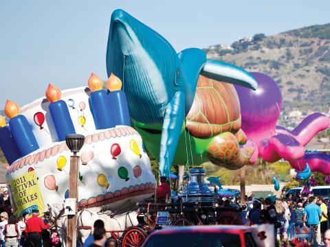 El desfile del Festival of the Whales en Dana Point, California