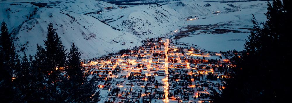 Un valle nevado de luces en Jackson, Wyoming