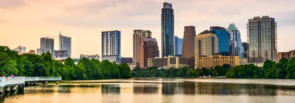 Lady Bird Lake atraviesa el centro de Austin, Texas